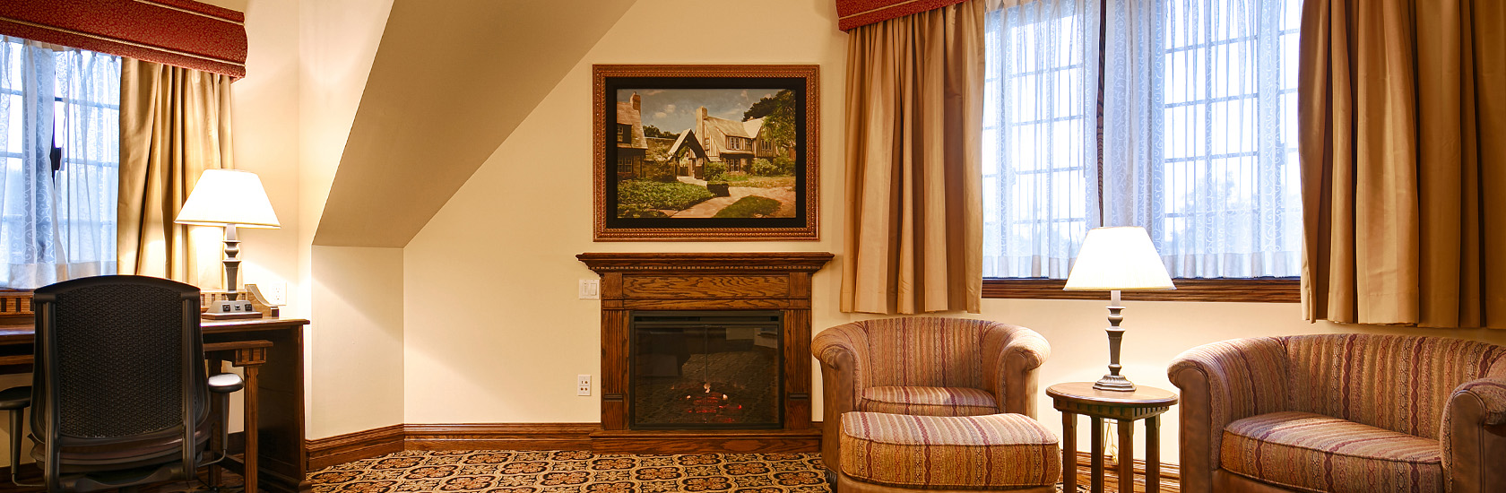 interior of mariemont inn cincinnati hotel room